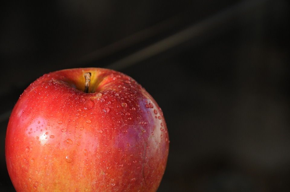 Red apples are high in anti inflammatory compounds like quercetin