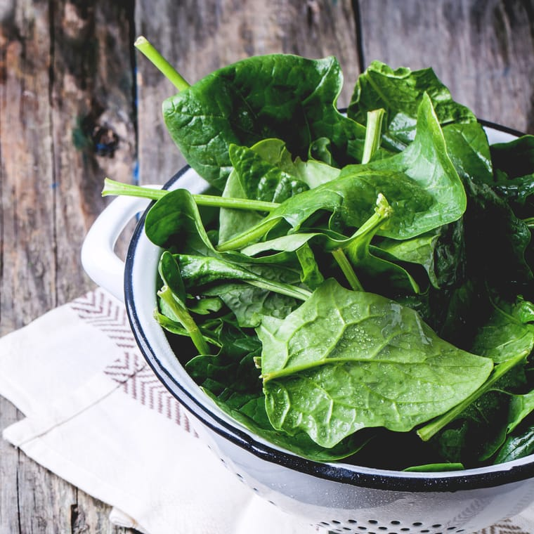 spinach contain lutein and antioxidants for good skin